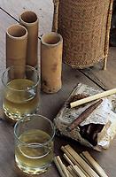 Asie/Malaisie/Bornéo: Restaurant Kiranav - Vin de riz et cigarettes locales roulées dans les feuilles de palmiers