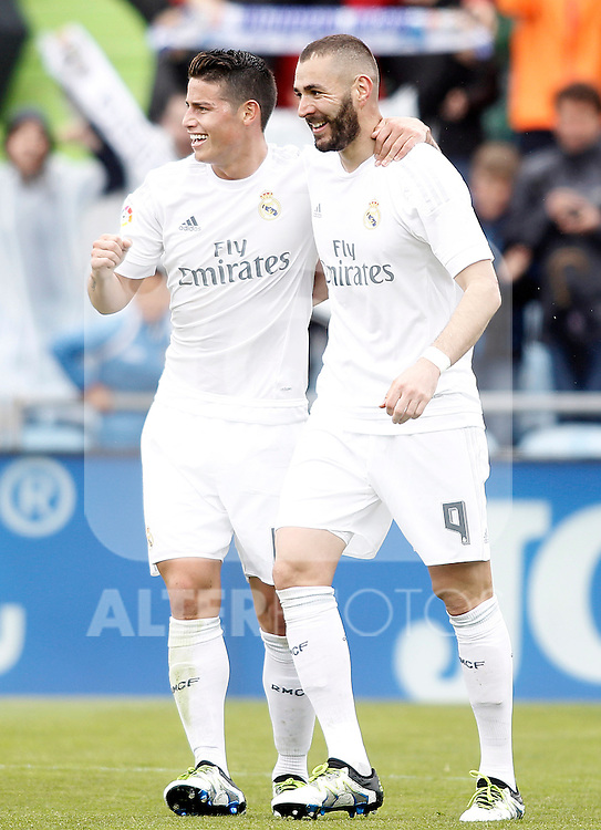Real Madrid's James Rodriguez (l) and Karim Benzema celebrate goal during La Liga match. April 16,2016. (ALTERPHOTOS/Acero)