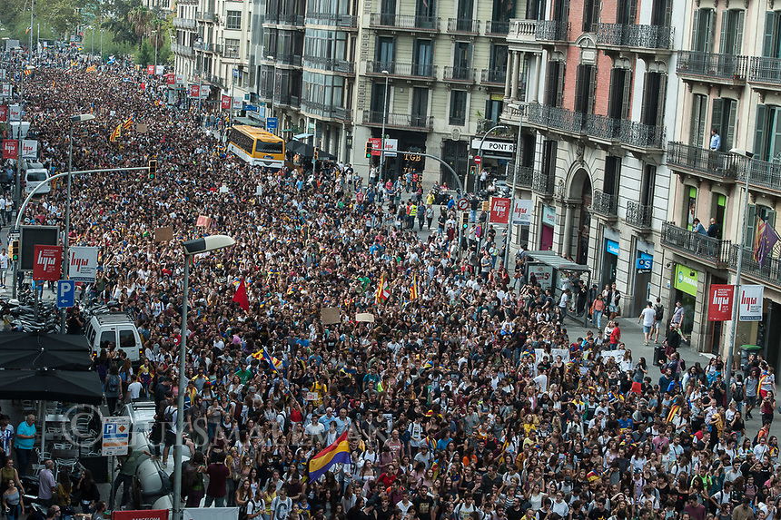 Protest organised by student groups in Barcelona against the police repression seen on election day and in support of the independence referendum. 2-10-17