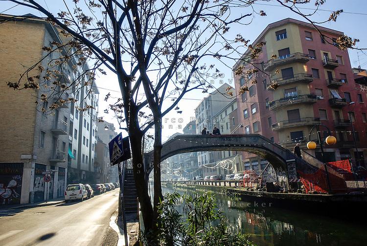 Milano, uno dei ponti sul Naviglio Pavese in via Ascanio Sforza --- Milan, one of the bridges over the Naviglio Pavese canal in Ascanio Sforza street