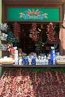 HUN, Ungarn, Budapest: Paprika, ungarische Spezialitaet, getrocknete Gewuerze werden zum Verkauf angeboten | HUN, Hungary, Budapest: bell pepper, Hungarian speciality, dried spices for sale
