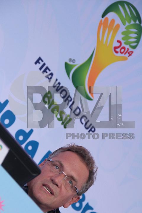 RIO DE JANEIRO; RJ; 10.10.2013 - Jerome Valcke durante a coletiva de imprensa após a reunião do Comitê Organizador Local (COL) da Copa do Mundo da FIFA Brasil 2014, no pavilhão 1 do Riocentro, zona oeste da cidade. FOTO: NÉSTOR J. BEREMBLUM - BRAZIL PHOTO PRESS
