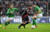 FUSSBALL   1. BUNDESLIGA   SAISON 2011/2012   19. SPIELTAG Werder Bremen - Bayer 04 Leverkusen                    28.01.2012 Tom Trybull (li) und Claudio Pizarro (4, beide SV Werder Bremen)  gegen Gonzalo Castro (Mitte, Bayer 04 Leverkusen)