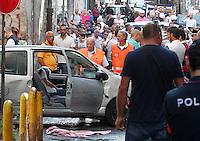 il corpo di Pasquale Ceraso ucciso in un agguato  nella sua auto tra vico Purita  e discesa sanita a Napoli