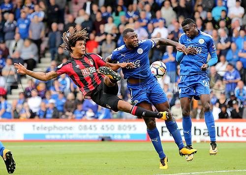 30th September 2017, Vitality Stadium, Bournemouth, England; EPL Premier League football, Bournemouth versus Leicester; Nathan Ake of Bournemouth and Wes Morgan of Leicester clash during a Bournemouth corner