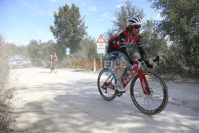 The peloton including Fabio Felline (ITA) Trek-Segafredo on sector 3 Radi during Strade Bianche 2019 running 184km from Siena to Siena, held over the white gravel roads of Tuscany, Italy. 9th March 2019.<br /> Picture: Eoin Clarke | Cyclefile<br /> <br /> <br /> All photos usage must carry mandatory copyright credit (© Cyclefile | Eoin Clarke)