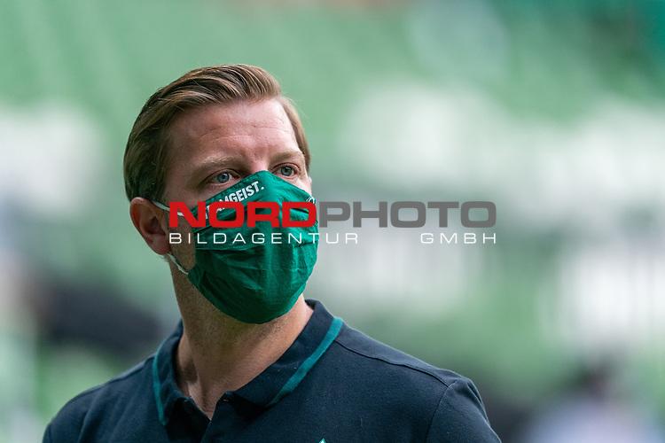Florian Kohfeldt (Trainer SV Werder Bremen) mit CORONA Gesichtsmaske Teamgeist<br /> <br /> <br /> Sport: nphgm001: Fussball: 1. Bundesliga: Saison 19/20: 34. Spieltag: SV Werder Bremen vs 1.FC Koeln  27.06.2020<br /> <br /> Foto: gumzmedia/nordphoto/POOL <br /> <br /> DFL regulations prohibit any use of photographs as image sequences and/or quasi-video.<br /> EDITORIAL USE ONLY<br /> National and international News-Agencies OUT.