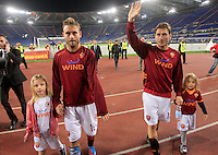 Calcio, Serie A: Roma-Catania. Roma, stadio Olimpico, 5 maggio 2012..Football, Italian serie A: AS Roma vs Catania. Rome, Olympic stadium, 5 may 2012..AS Roma midfielder Daniele De Rossi, left, and captain Francesco Totti greet fans, hand in hand with their respective daughters Gaia and Chanel, at the end of the match..UPDATE IMAGES PRESS/Riccardo De Luca