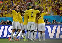 FUSSBALL WM 2014                ACHTELFINALE Kolumbien - Uruguay                  28.06.2014 Kolumbien bejubelt den Treffer nach dem 2:0: Abel Aguilar, Cristian Zapata und James Rodriguez (v.l., alle Kolumbien)