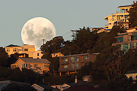 Supermoon | Wellington, New Zealand | 5th May 2012