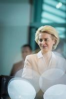 Verteidigungsministerin Ursula von der Leyen (CDU) nimmt am Mittwoch (11.11.15) in Berlin an der Kabinettssitzung teil.<br /> Foto: Axel Schmidt/CommonLens