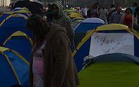 SAO PAULO, SP, 19.07.2013 - PROTESTO / ACAMPAMENTO / PREFEITURA - Manifestantes do Movimento de Moradia Casa Dez continuam acampando em frente à Prefeitura de São Paulo (SP), nesta sexta-feira, 19. O movimento reivindica a construção de moradias populares na cidade e esperam por uma audiência com o prefeito Fernando Haddad. (Foto: Amauri Nehn / Brazil Photo Press).