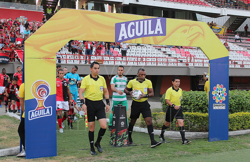 CUCUTA - COLOMBIA, 24-08-2019: Gustavo Murillo, árbitro, durante partido entre Cúcuta Deportivo y La Equidad por la fecha 8 de la Liga Águila II 2019 jugado en el estadio General Santander de la ciudad de Cúcuta. / Gustavo Murillo, referee, during match between Cucuta Deportivo and La Equidad for the date 8 of the Liga Aguila II 2019 played at the General Santander stadium in Cucuta city. Photo: VizzorImage / Manuel Hernandez / Cont