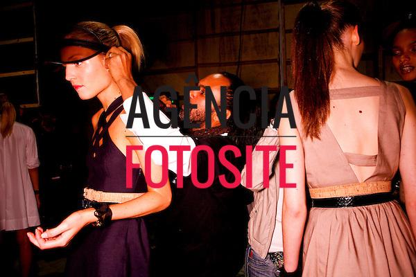 São Paulo, Brasil – 10/06/2010 - Backstage da grife Iodice durante o São Paulo Fashion Week  -  Verao 2011. Foto : Rafael Canas / Ag. Fotosite