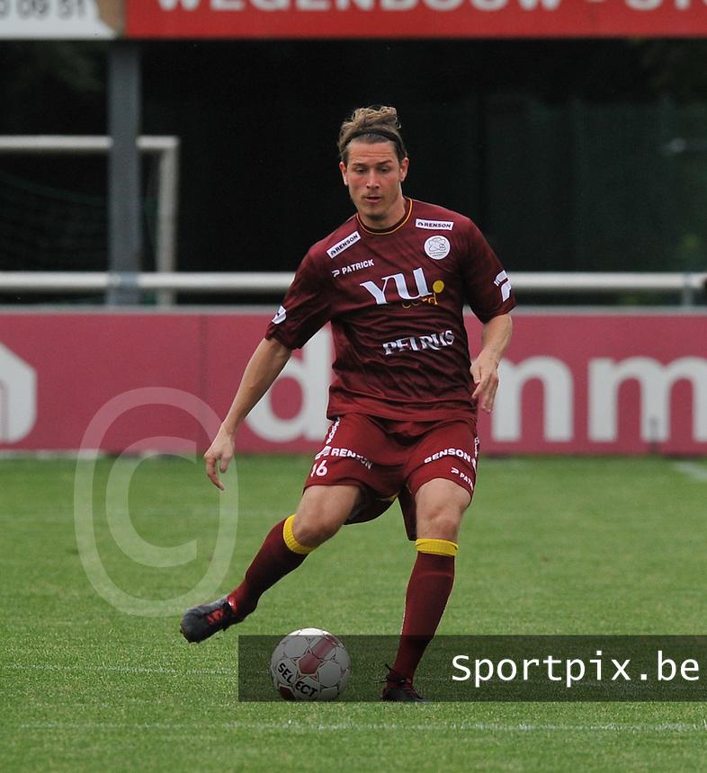 SV Zulte - Waregem : Olafur Skulason aan de bal .foto VDB / BART VANDENBROUCKE