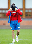 Lee McCulloch pulling on his snood