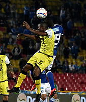 BOGOTA - COLOMBIA - 22 – 03 - 2018: Eliser Quiñonez (Der.) jugador de Millonarios disputa el balón con Maicol Balanta (Izq.) jugador de Alianza Petrolera, durante partido aplazado de la fecha 8 entre Millonarios y por la Liga Aguila I 2018, jugado en el estadio Nemesio Camacho El Campin de la ciudad de Bogota. / Eliser Quiñonez (R) player of Millonarios vies for the ball with Maicol Balanta (L) player of Alianza Petrolera, during a posponed match of the 8th date between Millonarios and Alianza Petrolera, for the Liga Aguila I 2018 played at the Nemesio Camacho El Campin Stadium in Bogota city, Photo: VizzorImage / Luis Ramirez / Staff.
