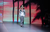 SÃO PAULO,SP, 26.10.2016 - SPFW-OSKLEN - Desfile da grife Osklen durante a São Paulo Fashion Week N42 no Parque do Ibirapuera na região sul de São <br /> Paulo nesta quarta-feira, 26. <br /> <br /> (Foto: Fabricio Bomjardim/Brazil Photo Press)