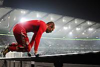 FUSSBALL   1. BUNDESLIGA   SAISON 2012/2013    22. SPIELTAG VfL Wolfsburg - FC Bayern Muenchen                       15.02.2013 Arjen Robben (FC Bayern Muenchen) springt ueber die Wolfsburger Werbebande