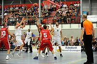 UITHUIZEN = Basketbal, Donar - Aris, voorbereiding seizoen 2017-2018, 02-09-2017,  Donar speler Evan Bruinsma probeert te scoren, Donar speler Drago Pasalic kijk rechts toe