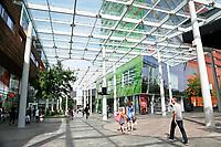 Nederland  Almere  2017.   Straatbeeld in het Stadshart. Rechts de Hema.   Foto Berlinda van Dam / Hollandse Hoogte