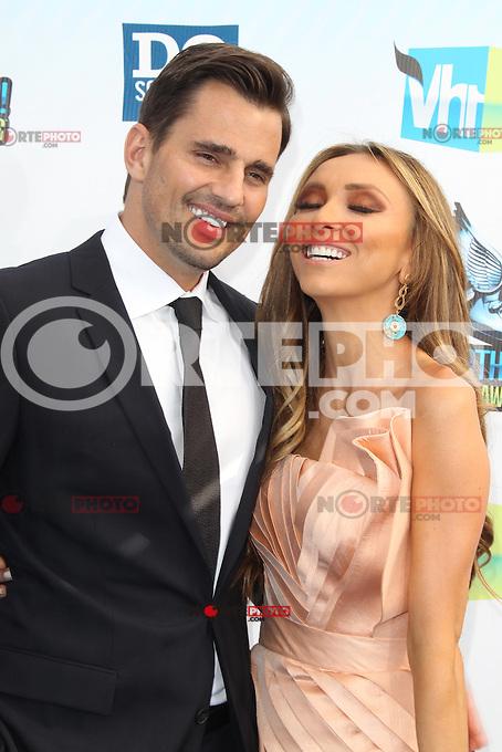 SANTA MONICA, CA - AUGUST 19: Giuliana Rancic and Bill Rancic at the 2012 Do Something Awards at Barker Hangar on August 19, 2012 in Santa Monica, California. Credit: mpi21/MediaPunch Inc. /NortePhoto.com<br /> <br /> **SOLO*VENTA*EN*MEXICO**<br />  **CREDITO*OBLIGATORIO** *No*Venta*A*Terceros*<br /> *No*Sale*So*third* ***No*Se*Permite*Hacer Archivo***No*Sale*So*third*