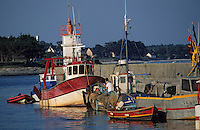 Europe/France/Bretagne/56/Morbihan/Presqu'île de Rhuys/Port Saint-Jacques : Chalutier amérré au port