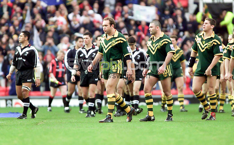 Picture by Shaun Flannery\SWpix.com - 25/11/00 - Rugby League World Cup Final 2000 - Australia v New Zealand, Old Trafford, Manchester, England - New Zealand & Australia walk on to the Old Trafford pitch.