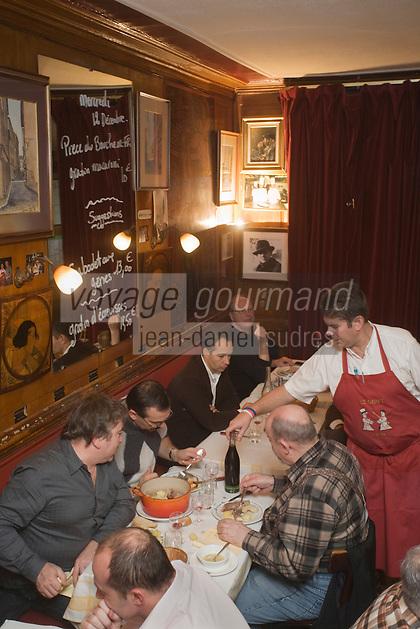 Europe/France/Rhône-Alpes/69/Rhône/Lyon: Emmanuel Ferra dans son  bouchon Le Garet, 7, rue du Garet