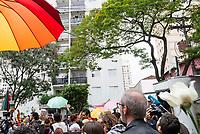 SÃO PAULO, SP, 28.10.2018 - ELEIÇÕES-2018 - Manisfestantes durante votação do segundo turno no colégio Brazilian International School, neste domingo, 28, no bairro de Indianópolis em São Paulo. (Foto: Anderson Lira/Brazil Photo Press/Folhapress)