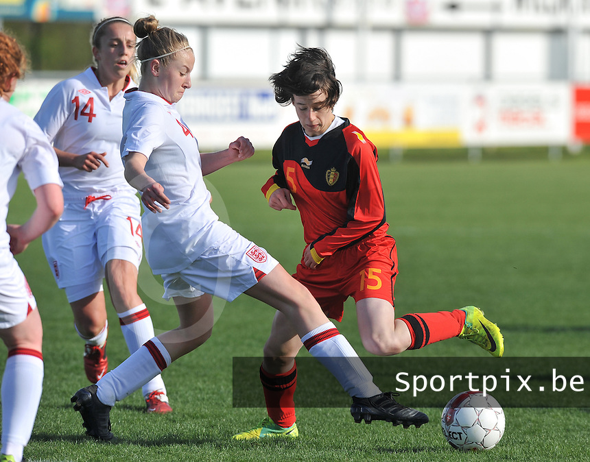 UEFA Women's Under 17 Championship - Second Qualifying round - group 1 : Belgium - England : .Johanna Koenig gestopt door Leah Cathrine Williamson en de toekijkende Frances Steele.foto DAVID CATRY / Vrouwenteam.be