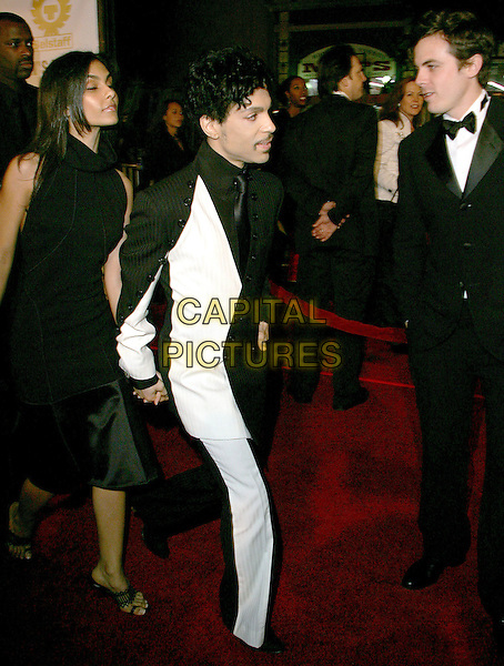 "PRINCE - THE ARTIST FORMERLY KNOW AS.The Warner Brothers' World Premiere of ""Ocean's Twelve"" held at The Grauman's Chinese Theatre in Hollywood, California .December 8th,2 004.full length, black and white suit, holding hands.www.capitalpictures.com.sales@capitalpictures.com.Supplied By Capital PIctures"
