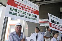 - Buccinasco (Milano), i coltivatori di riso delle organizzazioni Confagricoltura e CIA (Confederazione Italiana Agricoltori) bloccano le contrattazioni alla Borsa Merci di Milano  in protesta contro l'importazione di riso dai paesi dell'estremo oriente ed in sostegno della produzione nazionale.<br /> <br /> - Buccinasco (Milan), rice farmers of organizations Confagricoltura and CIA (Italian Farmers Confederation) block trading in Commodity Exchange of Milan in protest against the importation of rice from the Far East and in support of national production.