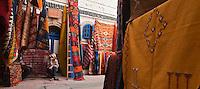 Afrique/Afrique du Nord/Maroc/Essaouira: dans la médina, étal des marchands de tapis