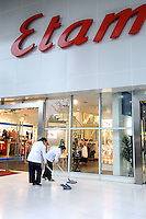 "A new shop by French fashion chain Etam opens a store in Chengdu, China. Chengdu is the capital of China's most populous province, land-locked Sichuan. The capital city is seeing massive investment of capital as it has modelled itself as the gateway to the western China which the Chinese government are trying to encourage invetement with its ""Go West"" campaign..24 Sep 2006"