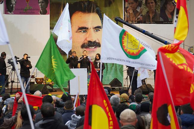 Demonstration fuer die Aufhebung des PKK-Verbot.<br />Ca. 8.000 bis 10.000 Menschen demonstrierten am Samstag den 16. November 2013 in Berlin fuer eine Aufhebung des PKK-Verbots. Die kurdische Arbeiterpartei ist seit November 1993 in Deutschland verboten. Sie tritt fuer eine unabhaengiges Kurdistan ein und nach PKK-Angaben sollen mehr als 10.000 Menschen sollen bewaffnet fuer dieses Ziel in der Grenzregion Tuerkei/Irak/Syrien/Iran vorhanden sein. Die tuerkische Regierung bekaempft die PKK seit ihrer Gruendung militaerisch, ohne jedoch die Region befrieden zu koennen. Allen militaerischen Einsaetzen des tuerkischen Militaers und Verlusten auf Seiten der PKK zum Trotz, nahm die Zahl an aktiven Kaempfern und die Unterstuetzung f&uuml;r die PKK in der Bevoelkerung stetig zu. <br />Entgegen einer Entscheidung des Bundesgerichtshof im Jahre 2004 wird die Organisation von den deutschen Behoerden weiterhin als terroristische und kriminelle Vereinigung bezeichnet.<br />Seit laengerer Zeit ist die PKK mit der tuerkischen Regierung in Verhandlungen ueber einen dauerhaften Frieden. Die Demonstration forderte die Bundesregierung auf, diesen Friedensprozess mit einer Legalisierung der PKK zu unterstuetzen.<br />16.11.2013, Berlin<br />Copyright: Christian-Ditsch.de<br />[Inhaltsveraendernde Manipulation des Fotos nur nach ausdruecklicher Genehmigung des Fotografen. Vereinbarungen ueber Abtretung von Persoenlichkeitsrechten/Model Release der abgebildeten Person/Personen liegen nicht vor. NO MODEL RELEASE! Don't publish without copyright Christian-Ditsch.de, Veroeffentlichung nur mit Fotografennennung, sowie gegen Honorar, MwSt. und Beleg. Konto:, I N G - D i B a, IBAN DE58500105175400192269, BIC INGDDEFFXXX, Kontakt: post@christian-ditsch.de<br />Urhebervermerk wird gemaess Paragraph 13 UHG verlangt.]