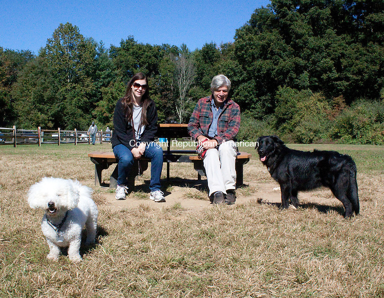SOUTHBURY CT.-25 SEPTEMBER 2013 092513DA03-    Diane Monaco,left, and her her bichon dachshund, Kane, 5, socialize with Jerry Davanzo and his flat-coated retriever, Riely, 2, at the Dog Park in Southbury on Wednesday. <br /> Darlene Douty Republican American