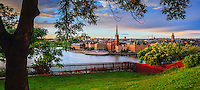 Riddarholmen med Riddarkyrkan en utsikt från Mariaberget på Södermalm i Stockholm