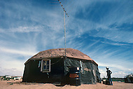 May 6th to 13th, 1985 in Navajo Reserve, AZ. This is a Hogan, a typical octogonal Navajo house. It is not unusual to see a tv antena. However we see very few Hogans and they are replaced by mobile homes and trailers.