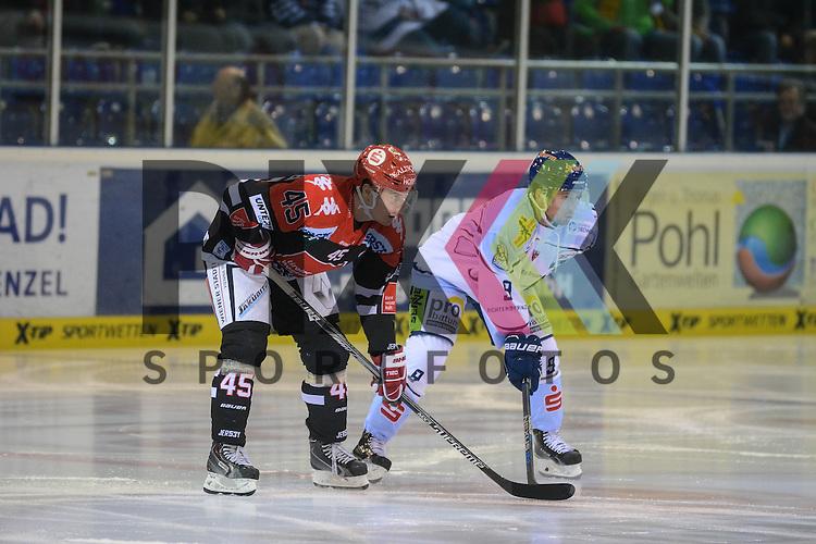 David Schuller (HC Innsbruck), Connor James (Straubing Tigers) im Spiel der DEL, Straubing Tigers - HC Innsbruck.<br /> <br /> Foto &copy; PIX-Sportfotos *** Foto ist honorarpflichtig! *** Auf Anfrage in hoeherer Qualitaet/Aufloesung. Belegexemplar erbeten. Veroeffentlichung ausschliesslich fuer journalistisch-publizistische Zwecke. For editorial use only.