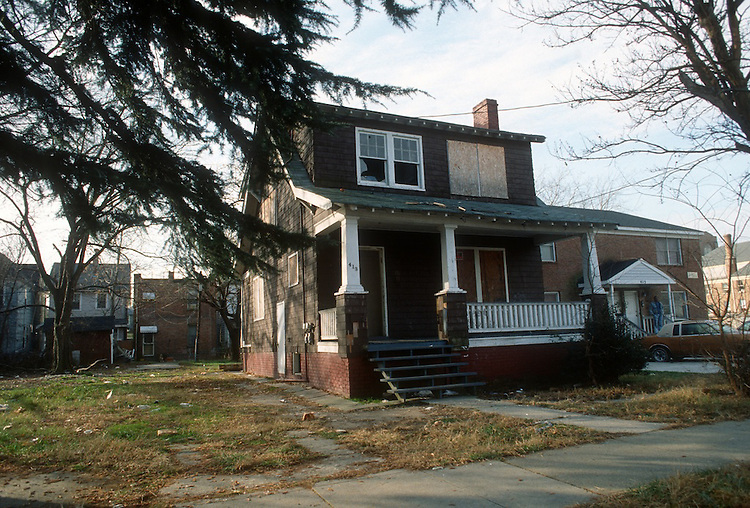 1991 December ..Conservation.Colonial Place-Riverview..413 WEST 32ND STREET...NEG#.NRHA#..