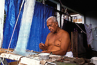 EDITORIAL ONLY. Hawaiian man making a throw fishing net, Honaunau, Big Island