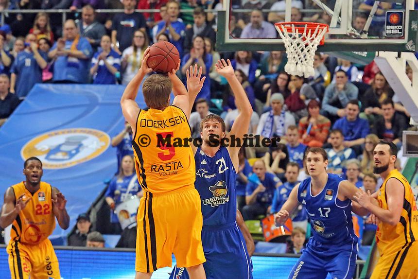 Jacob Doerksen (Vechta) gegen Danilo Barthel (Skyliners) - Fraport Skyliners vs. Rasta Vechta, Fraport Arena Frankfurt