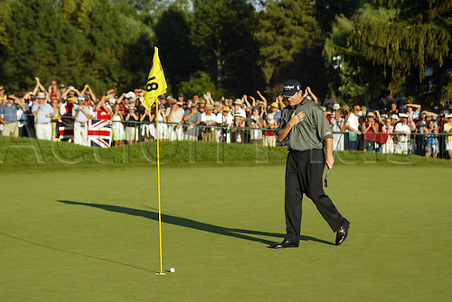 17 August 2003: SHAUN MICHEEL sees his ball close to the hole giving him an easy final putt to win the 2003 PGA Championship at Oak Hill Cuntry Club in Rochester, NY Photo: Darren Carroll/Icon/Action Plus...golf player green 030817