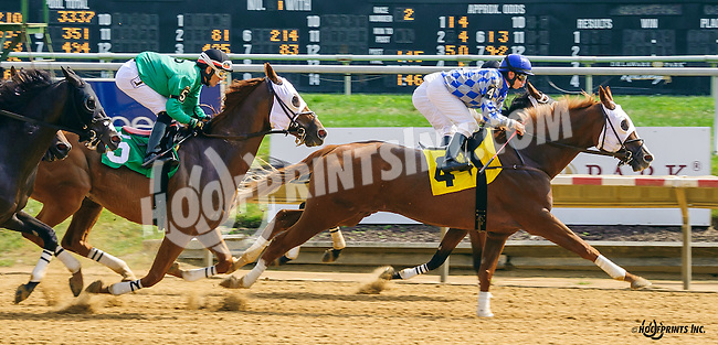 Think She's Gone winning at Delaware Park on 9/21/16