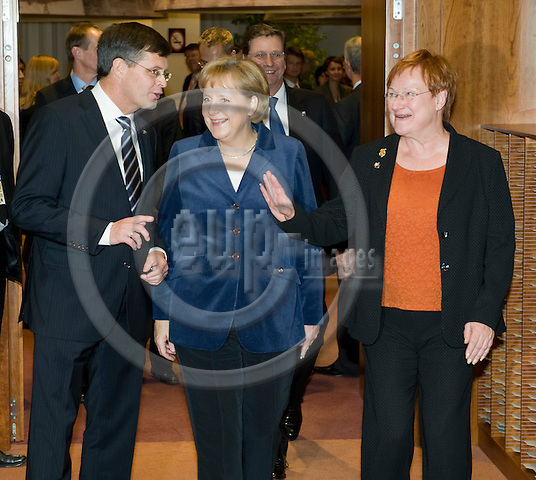 Brussels-Belgium - October 29, 2009 -- European Council, EU-summit under Swedish Presidency; here, Jan Peter BALKENENDE (le), Prime Minister of The Netherlands, Angela MERKEL (ce), Federal Chancellor of Germany, and Tarja HALONEN (ri), President of Finland -- Photo: Horst Wagner / eup-images