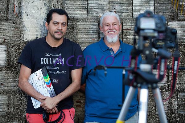 Eraldo Peres, fot&oacute;grafo documentarista, d&aacute; entrevista a Jo&eacute;dson Alves para o document&aacute;rio &quot;A Culpa &eacute; da Foto&quot;<br /> Brasilia, Brasil.<br /> Foto Paulo Santos<br /> 02/08/2015