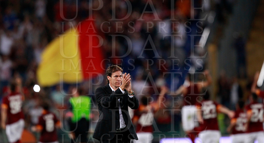 Calcio, Serie A: Roma vs ChievoVerona. Roma, stadio Olimpico, 18 ottobre 2014.<br /> Roma's coach Rudi Garcia greets fans at the end of the Italian Serie A football match between Roma and ChievoVerona at Rome's Olympic stadium, 18 October 2014. Roma won 3-0.<br /> UPDATE IMAGES PRESS/Isabella Bonotto