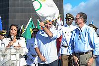RIO DE JANEIRO, RJ, 19 AGOSTO 2012 -  BANDEIRA OLIMPICA NO CRISTO REDENTOR- O Prefeito do Rio de Janeiro, Eduardo Paes O Presidente do Comite Olimpico Brasileiro, Carlos Arthur Nuzman e o Arcebispo do Rio de Janeiro, Dom Orani Tempesta, levam ao Crsto Redentor, Corcovado, a Bandeira Olimpica, depois de visitar as Comunidades do Complexo do Alemao e receber as honras militares, em Realengo, o simbolo chegou a um dos mais importantes cartos postais da cidade, eleito uma das novas sete matavilhas do mundo moderno, neste domingo, dia 19 de agosto, no Corcovado, no Cosme Velho, zona sum do Rio de Janeiro.(FOTO:MARCELO FONSECA / BRAZIL PHOTO PRESS).