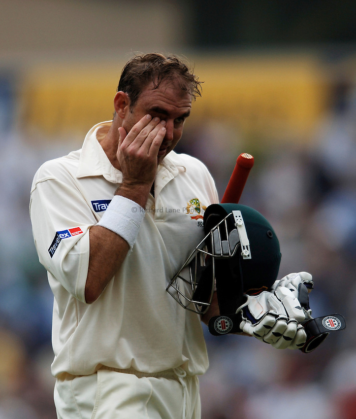 Photo: Glyn Thomas..England v Australia. nPower Test Series. The Ashes 2005..09/09/2005..Australia's opening batsman Matthew Hayden leaves the field after accepting the umpires' offer of bad light.